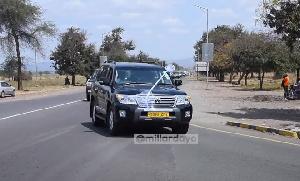 Msafara uliobeba mwili wa Bilionea ukitokea KIA baada ya kutokea South Africa (Video+)