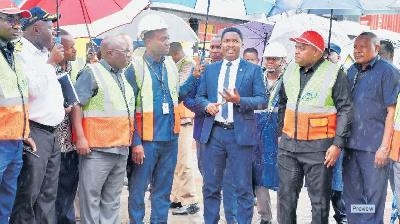 Aliyetelekeza Makontena 500 ya Shisha Bandarini Asakwa