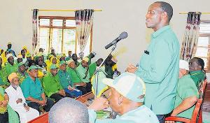 Bashiru atawashinda wapinzani kwenye uwanja uliojaa mbigili
