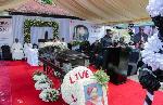 Mtoto Wa Teddy Mapunda Aliza Watu Mazishi Ya Mama Yake - Video