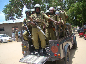 BREAKING: Jeshi la Polisi limemuua mtu aliyekua akifyatua risasi maeneo ya Ubalozi wa Ufaransa