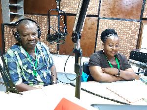 Mhariri Mwandamizi wa Baraza la Kiswahili nchini (BAKITA) Oni Sigalla (kushoto)