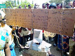 Mwanafunzi Aliyevaa Mabango Akigiomea Kuchaguliwa ECA na Kutaka PCM