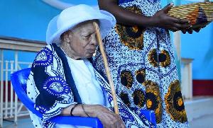 Bibi atimiza miaka 124, vitukuu 40+, afanyiwa sherehe (+video)