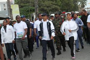 Rais Dkt. Hussein Mwinyi Avutia Washiriki wa Mbio za Zanzibar International Marathon