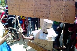 Mwanafunzi avaa maboksi akipinga combination aliyochaguliwa (+picha)