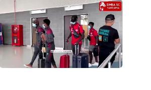 Wachezaji wa Simba wakiwa Uwanja wa ndege wa JNIA, Dar es Salaam