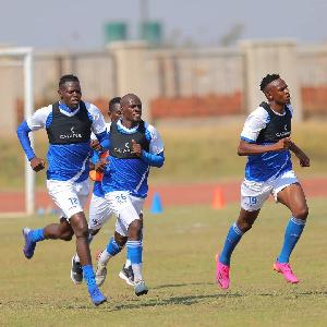 Wachezaji wa Azam FC wakifanya mazoezi Zambia