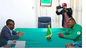 Mwenyekiti wa TCD, Zitto Kabwe, akiwa na Katibu Mkuu CCM Daniel Chongolo