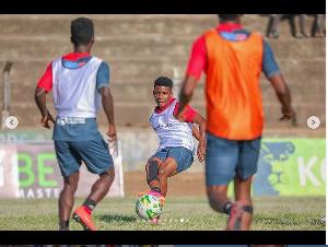 Kikosi cha Simba kikijifua kujiandaa na mechi dhidi ya Biashara United