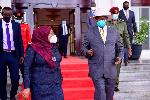 Rais wa Tanzania Samia Suluhu afika Uganda na kuvalia barakoa