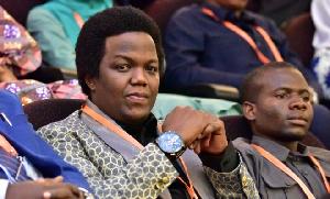 AY ndani Bungeni kwa mualiko wa Mwana FA (+picha)