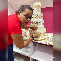 BRENDA SEMAYA, Mtaalamu wa Benki aliyeamua kuwekeza kwenye keki
