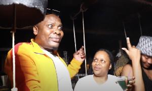 Baba Levo,Nandy na walivyojiachia kwenye Bar inayoelea juu ya maji (video+)
