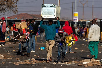 Waandamanaji Afrika Kusini Wapora Chanjo za Covid