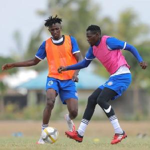 Wachezaji wa Azam FC wakijifua mazoezini